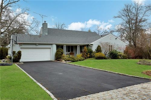 Photo of 2 Pool Dr, Roslyn, NY 11576 (MLS # 3194251)