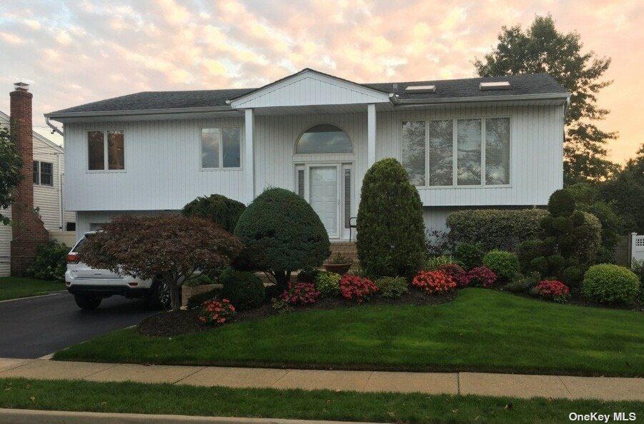 Photo of 2956 Holiday Park Drive, Merrick, NY 11566 (MLS # 3289253)
