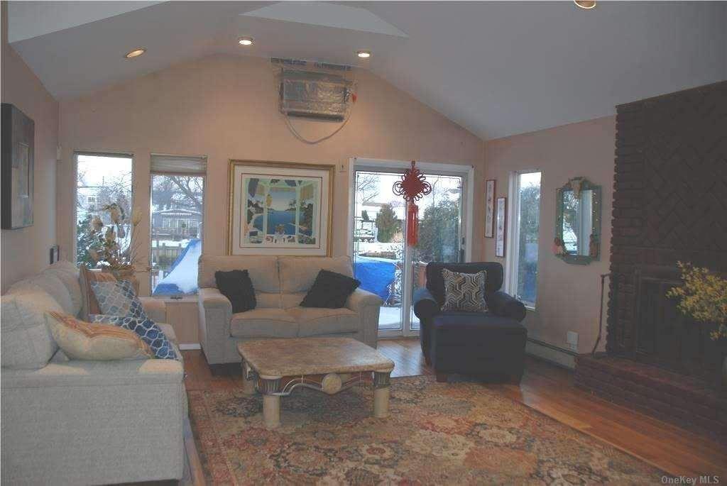 Photo of 2805 Bay Drive, Merrick, NY 11566 (MLS # 3289262)