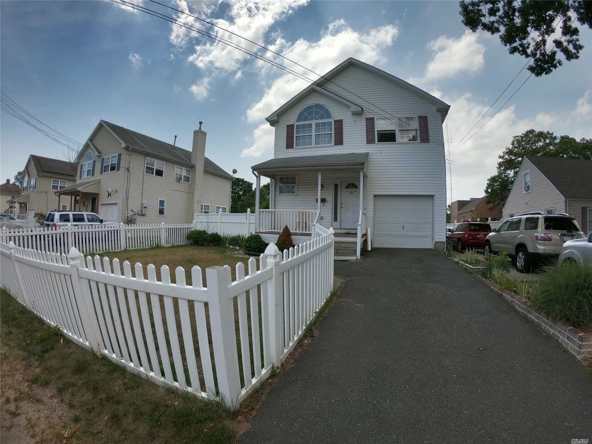 76 Center Ave Avenue, Bay Shore, NY 11706 - MLS#: 3229266