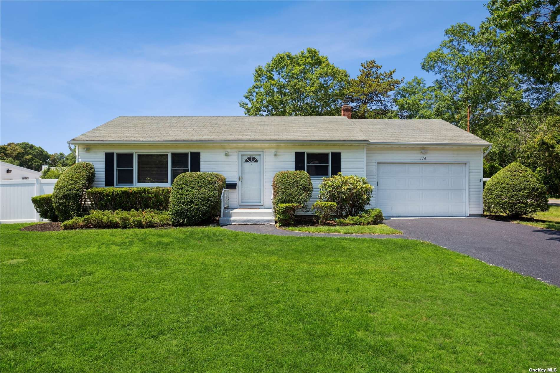 336 N Dunton Avenue, East Patchogue, NY 11772 - MLS#: 3325266