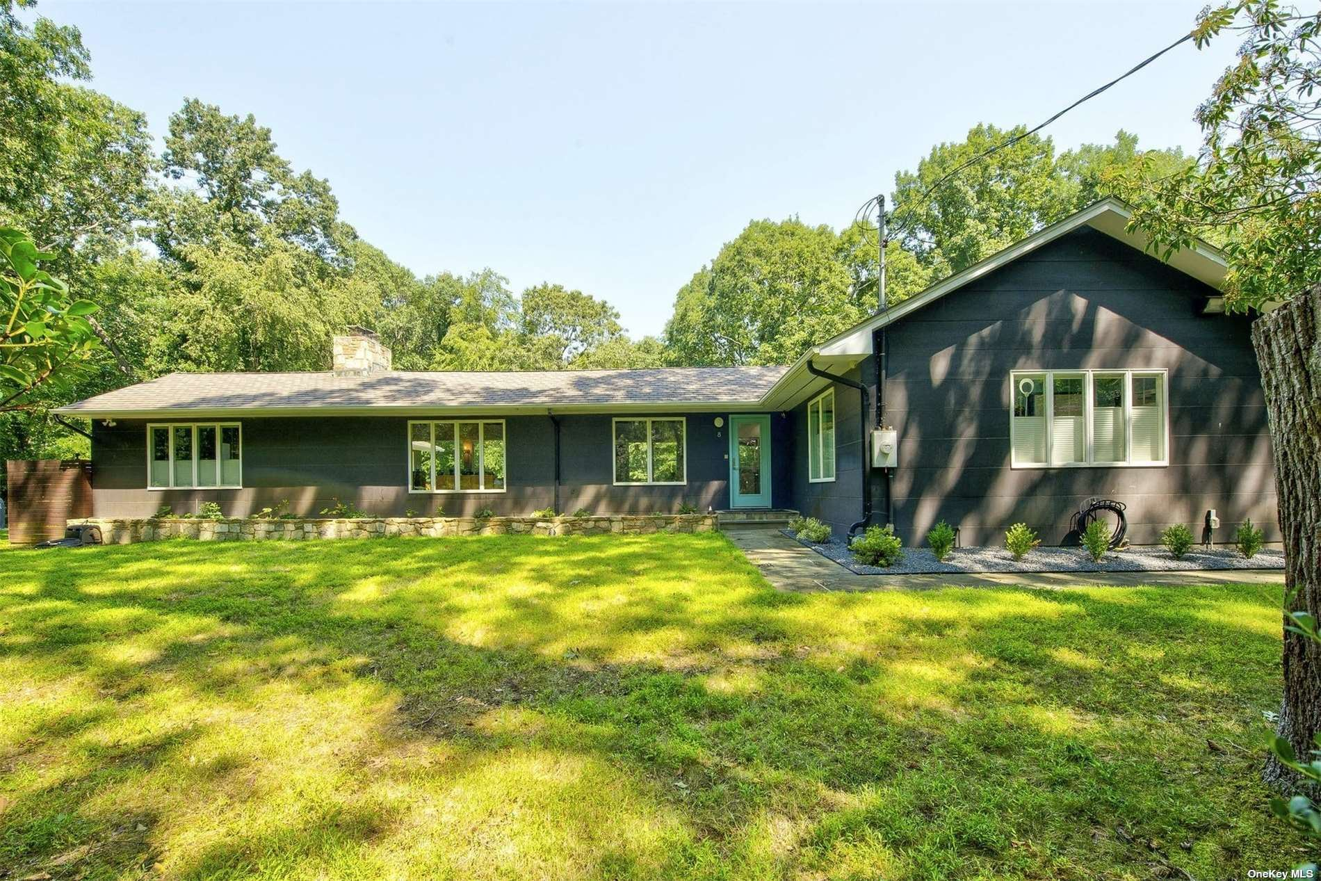 Photo of 8 South Road, Oyster Bay Cove, NY 11771 (MLS # 3343267)