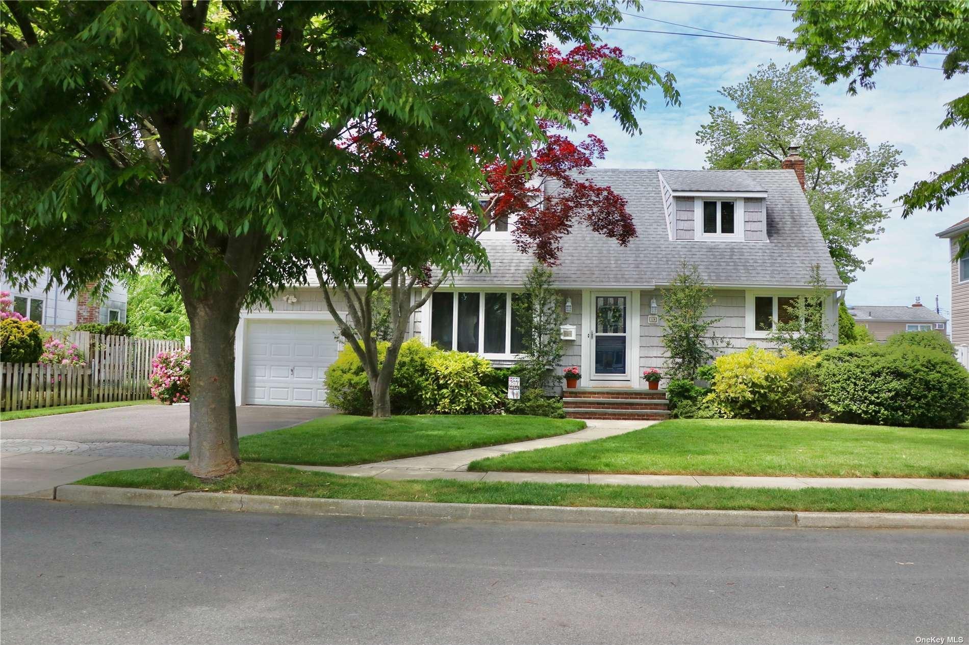 18 Linwood Place, Massapequa Park, NY 11762 - MLS#: 3317272