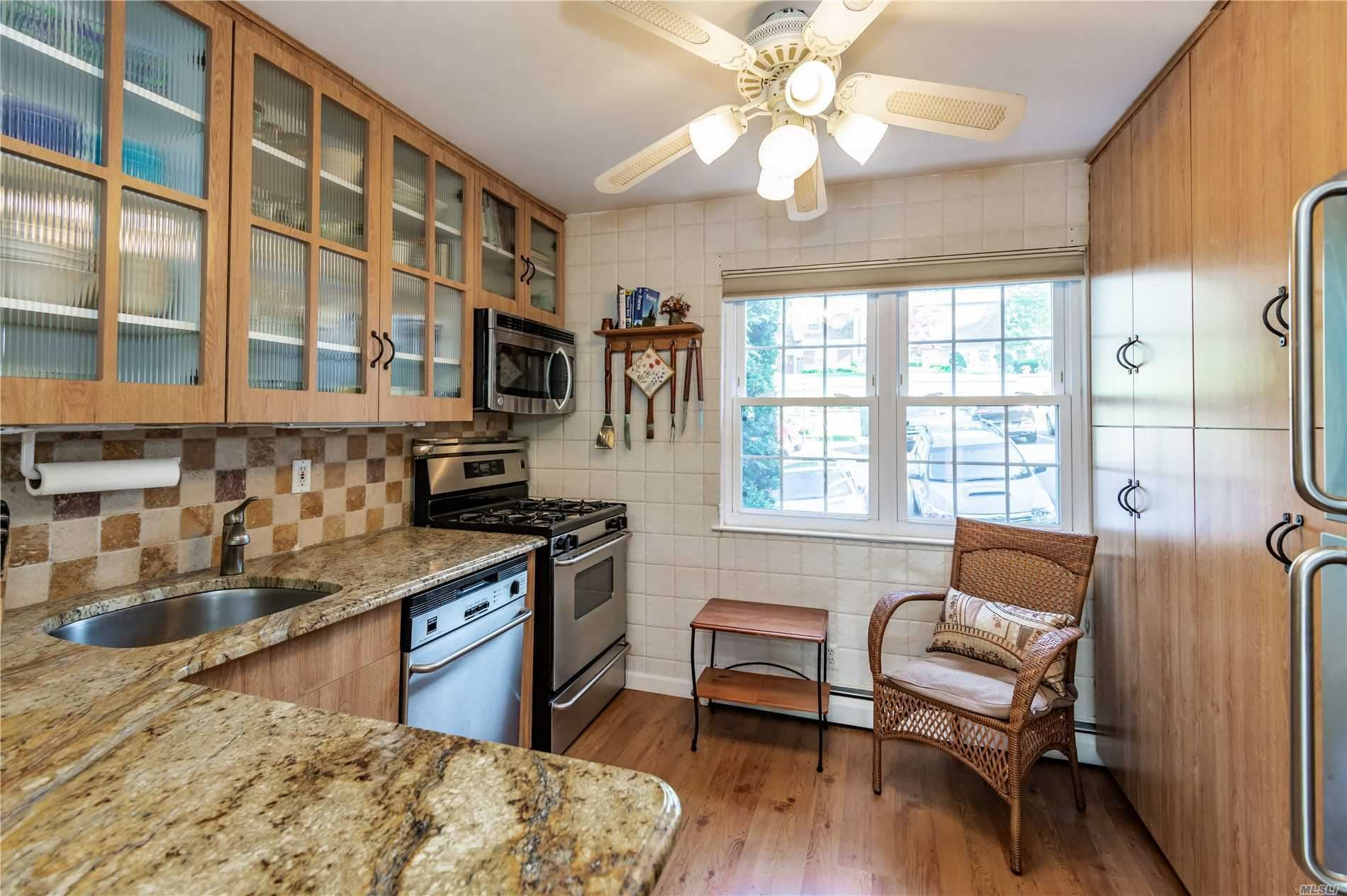 Photo of 10 Harbour Lane #2A, Oyster Bay, NY 11771 (MLS # 3225279)