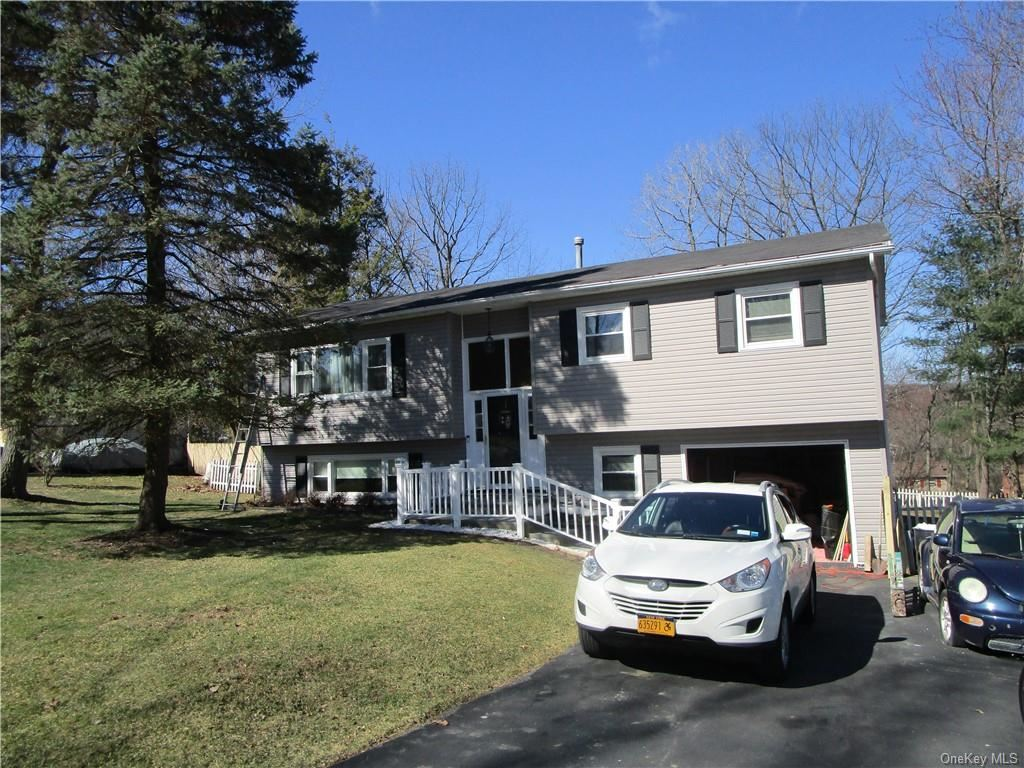 Photo of 12 Canterbury Drive, Middletown, Ny 10940 (MLS # H6030281)