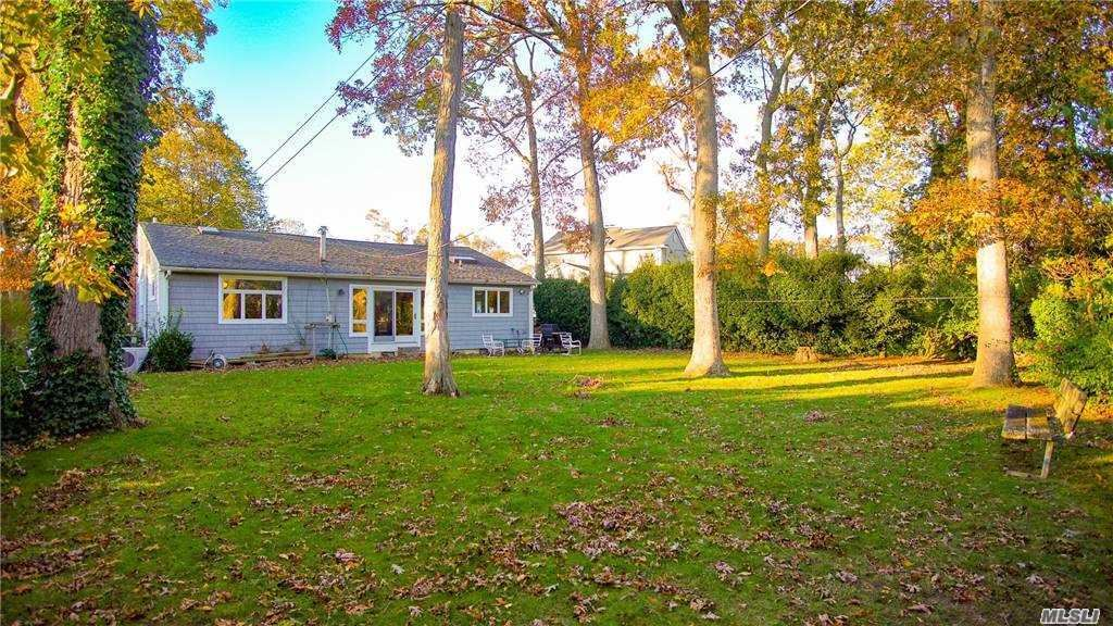 Photo of 3570 Amherst Dr, Wantagh, NY 11793 (MLS # 3266288)