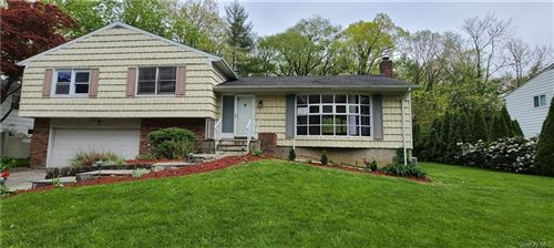 Photo of 73 Rolling Way, New Rochelle, NY 10804 (MLS # H6042293)