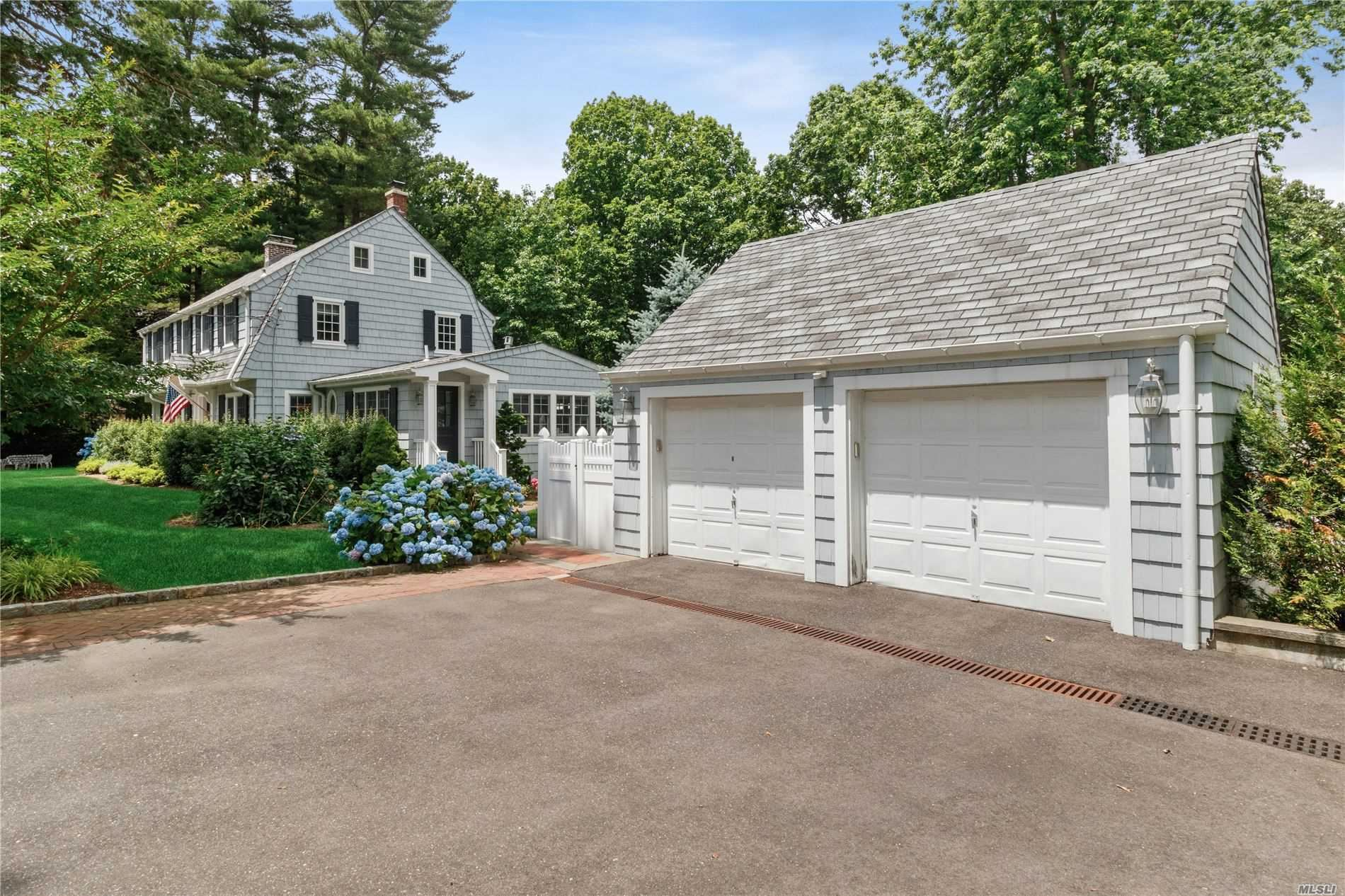 Photo of 824 Hilltop Road, Oyster Bay, NY 11771 (MLS # 3228294)