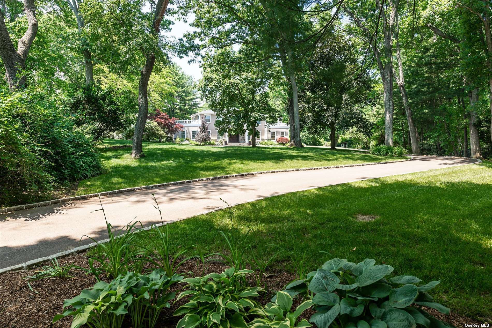 Photo of 40 Foxhunt Crescent, Oyster Bay Cove, NY 11791 (MLS # 3320294)