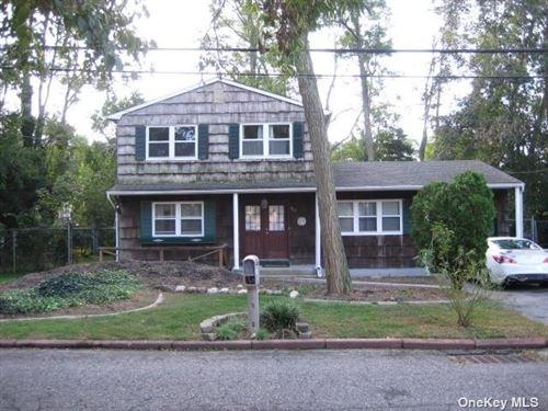 Photo of 100 Lexington Avenue, Holbrook, NY 11741 (MLS # 3353296)