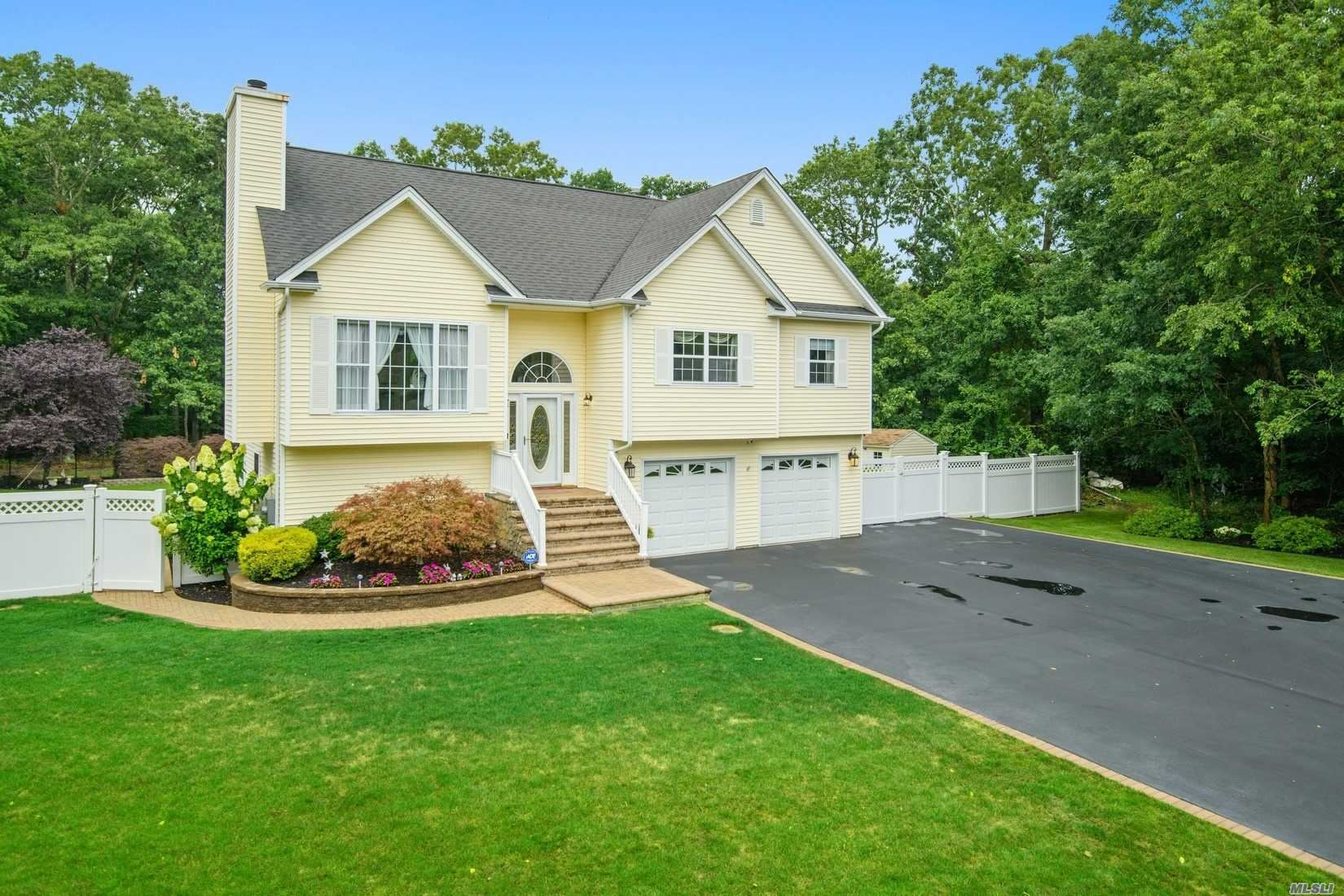 32 James Hawkins Rd, Moriches, NY 11955 - MLS#: 3240296