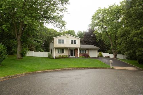 Photo of 8 Russell Ct, Medford, NY 11763 (MLS # 3237305)