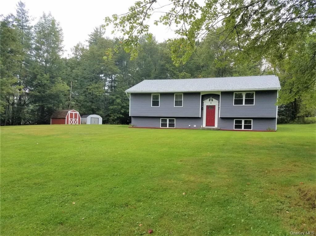 Photo for 9 Humen Road, Woodbourne, NY 12788 (MLS # H6069309)