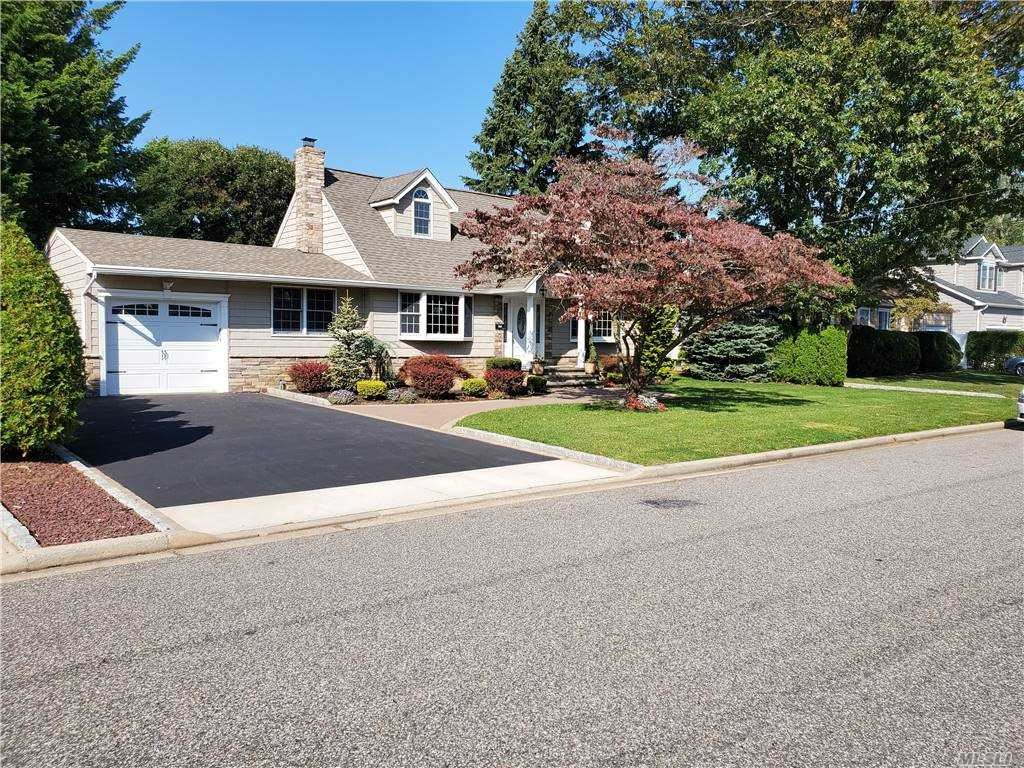 Photo of 151 N Manhattan Ave, Massapequa, NY 11758 (MLS # 3255314)