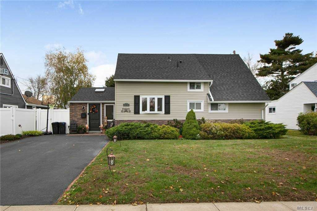 Photo of 520 Sand Hill Rd, Wantagh, NY 11793 (MLS # 3264319)
