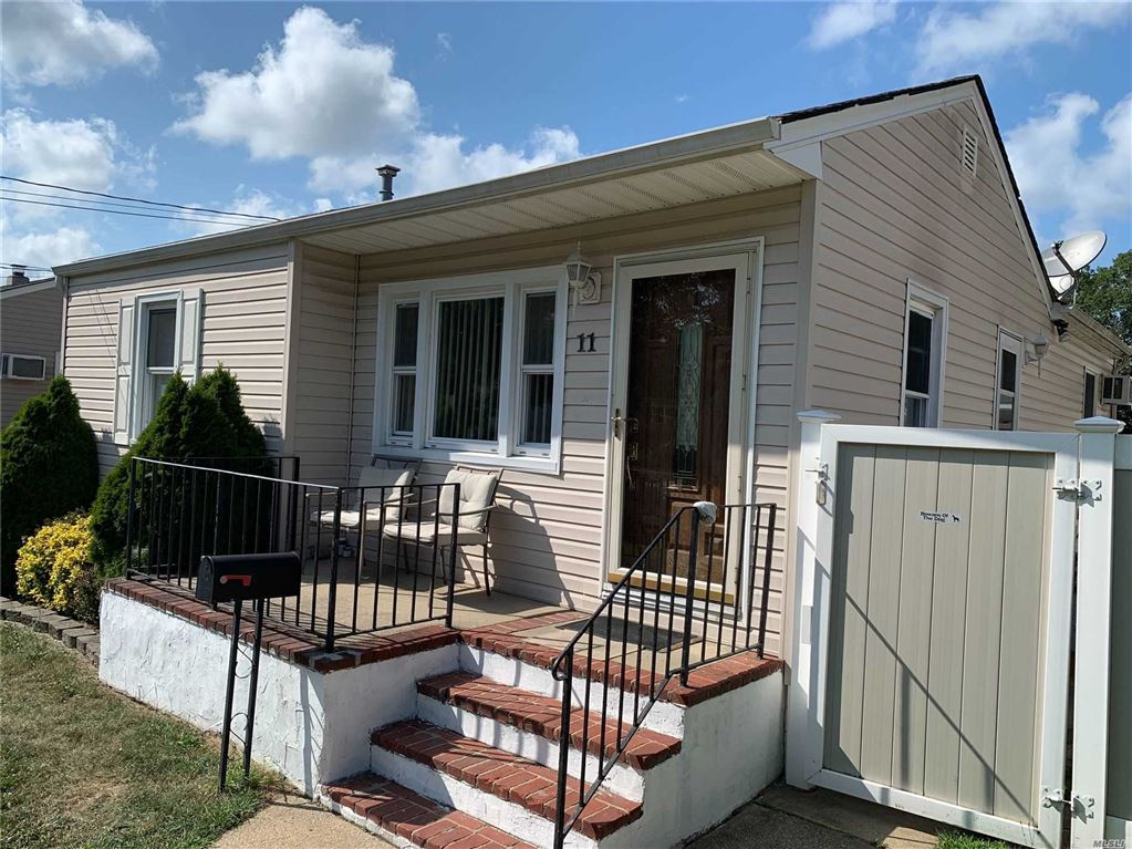 11 24th Street, Copiague, NY 11726 - MLS#: 3138322