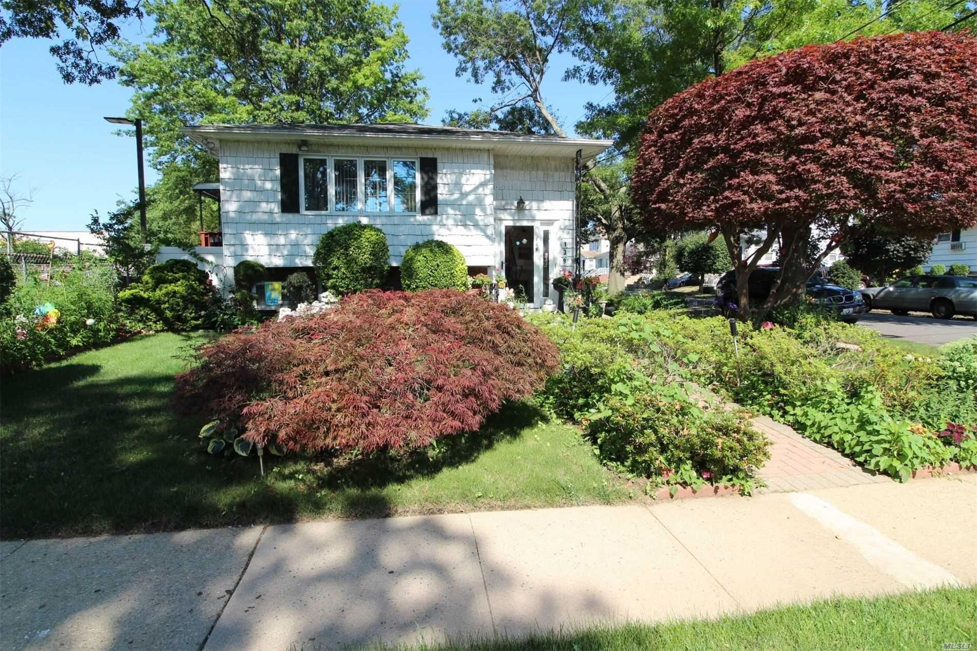 139 Armstrong Rd, Garden City Park, NY 11040 - MLS#: 3229323