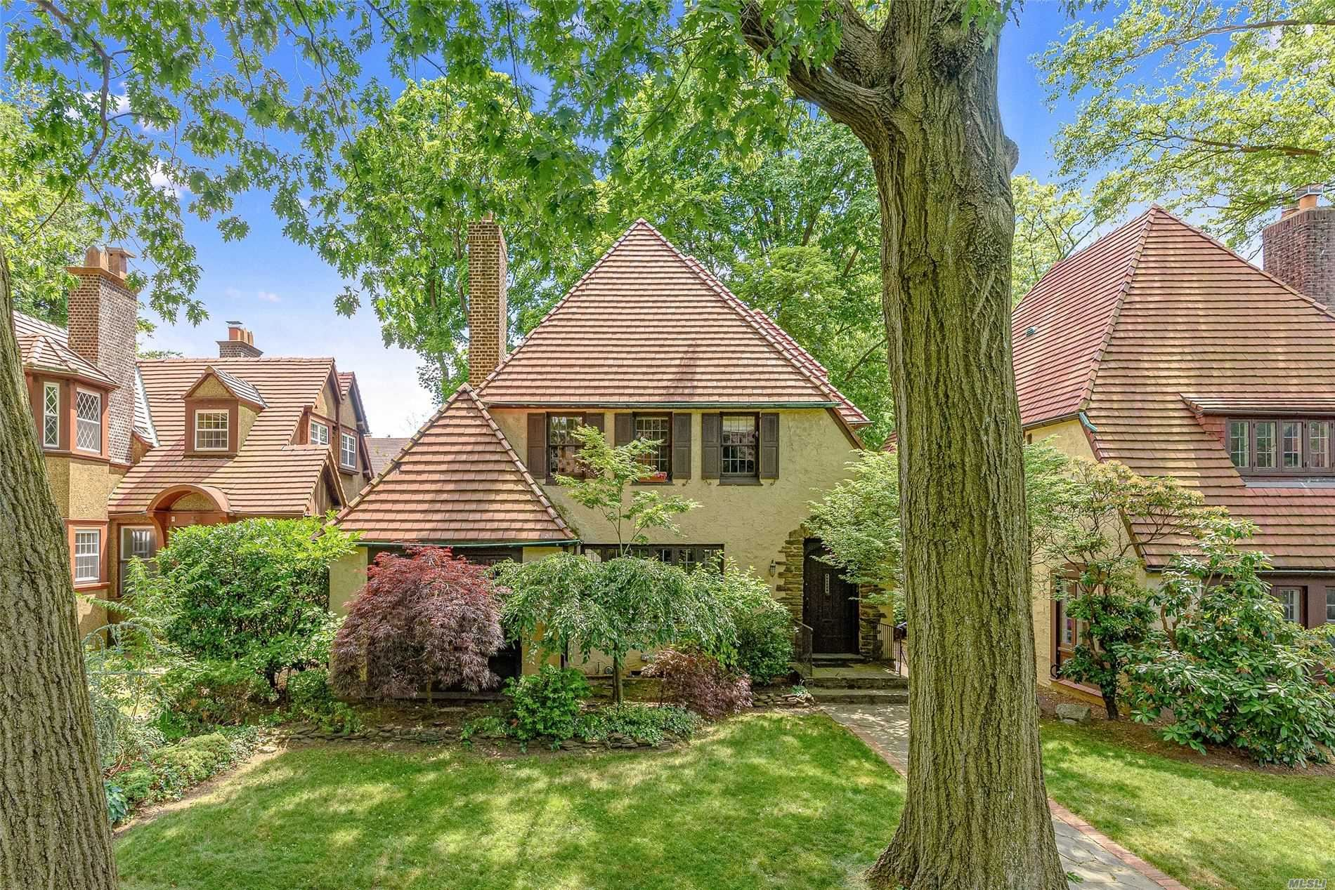 109 Whitson Street, Forest Hills, NY 11375 - MLS#: 3227325