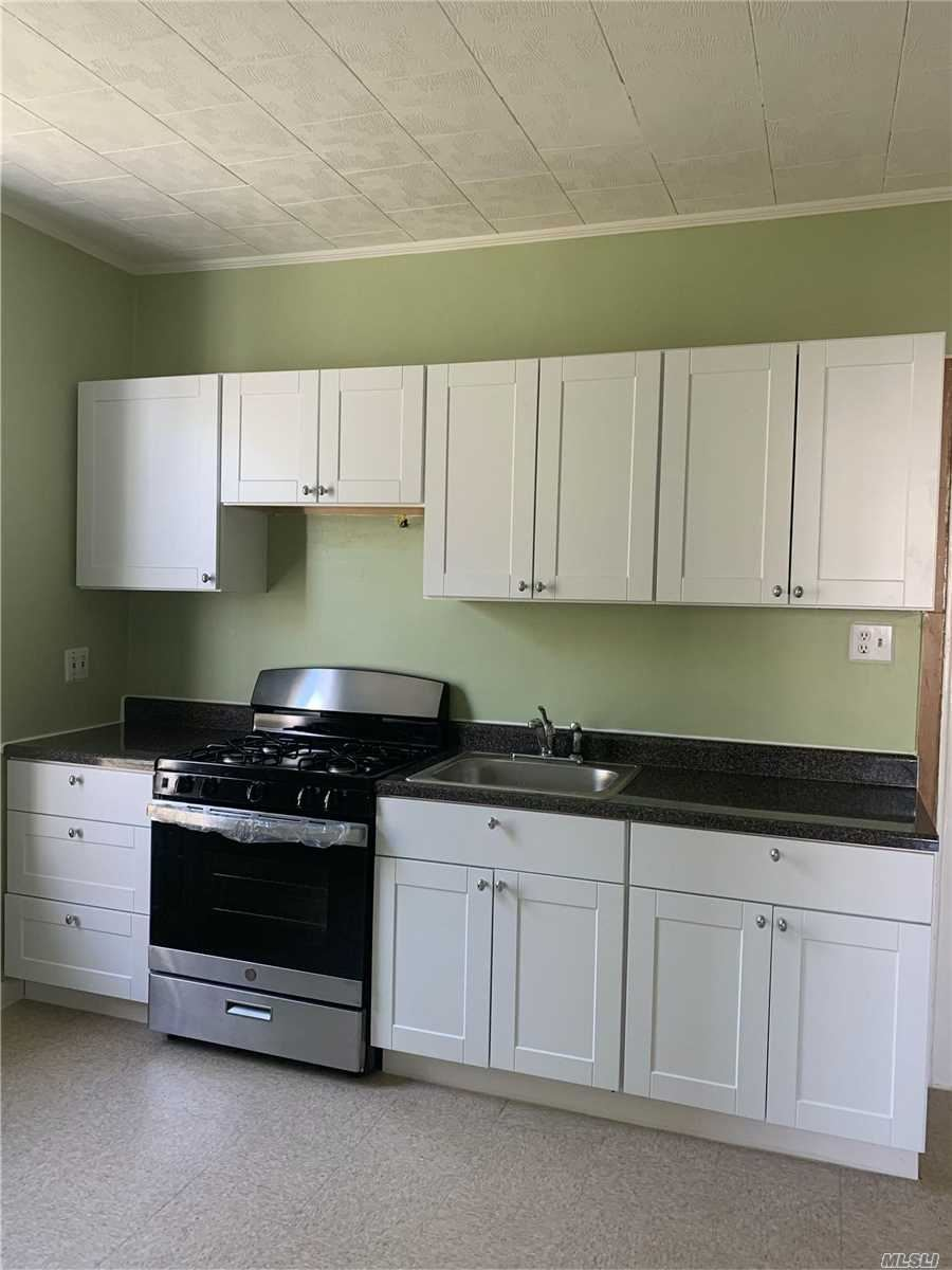 70-13 67th Place, Glendale, NY 11385 - MLS#: 3219330