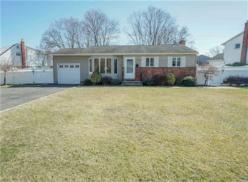 Photo of 23 Montrose Dr, Commack, NY 11725 (MLS # 3202332)