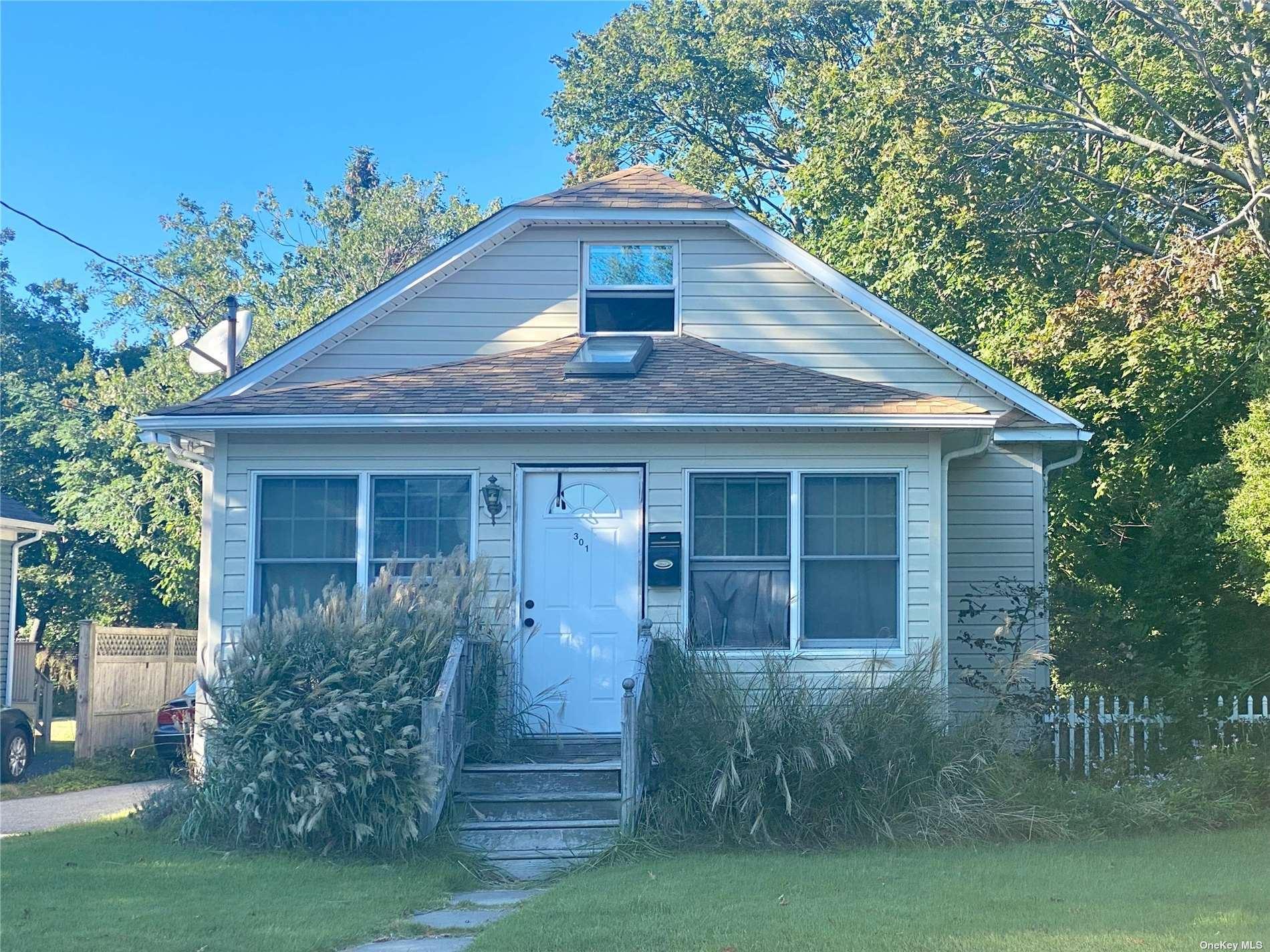 301 Oak Street, Patchogue, NY 11772 - #: 3348346