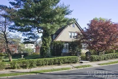Photo of 120 Soundview Avenue, Mamaroneck, NY 10543 (MLS # H6047353)