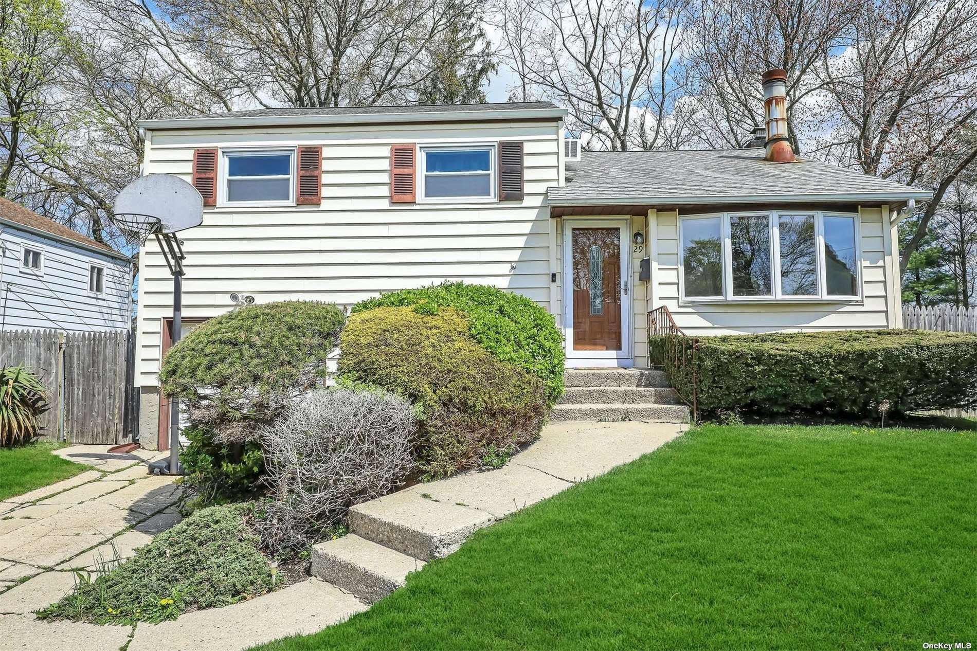 29 Briarwood Lane, Plainview, NY 11803 - MLS#: 3305356