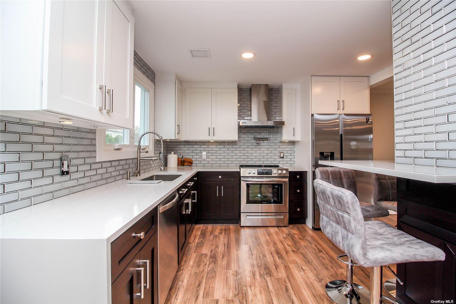 525 Lombard Street, North Babylon, NY 11703 - MLS#: 3351359