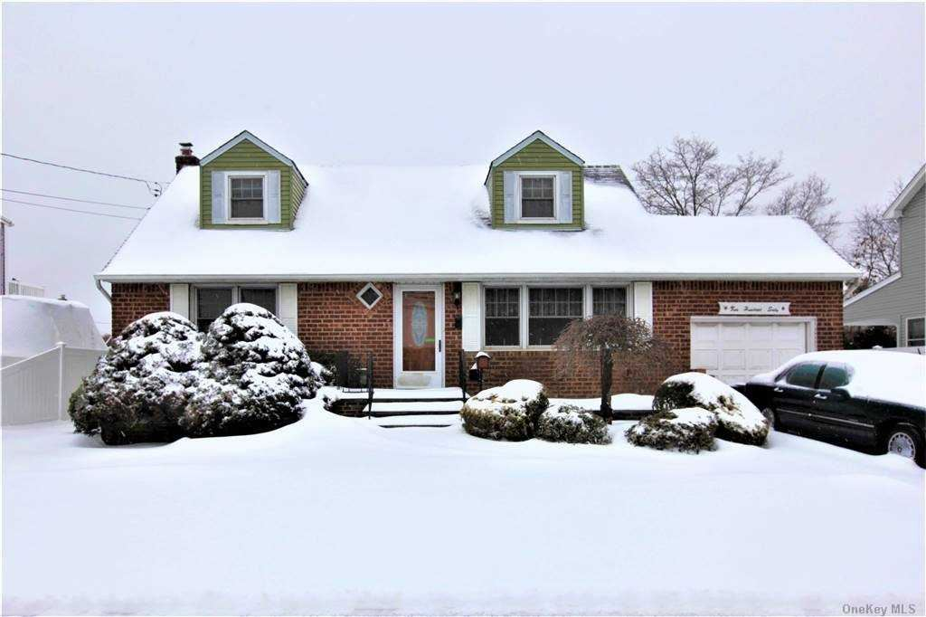 Photo of 260 N Maple Street, Massapequa, NY 11758 (MLS # 3289362)