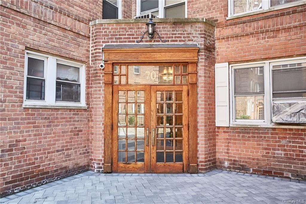 Photo of 70 Locust Avenue #507B, New Rochelle, NY 10801 (MLS # H6114364)