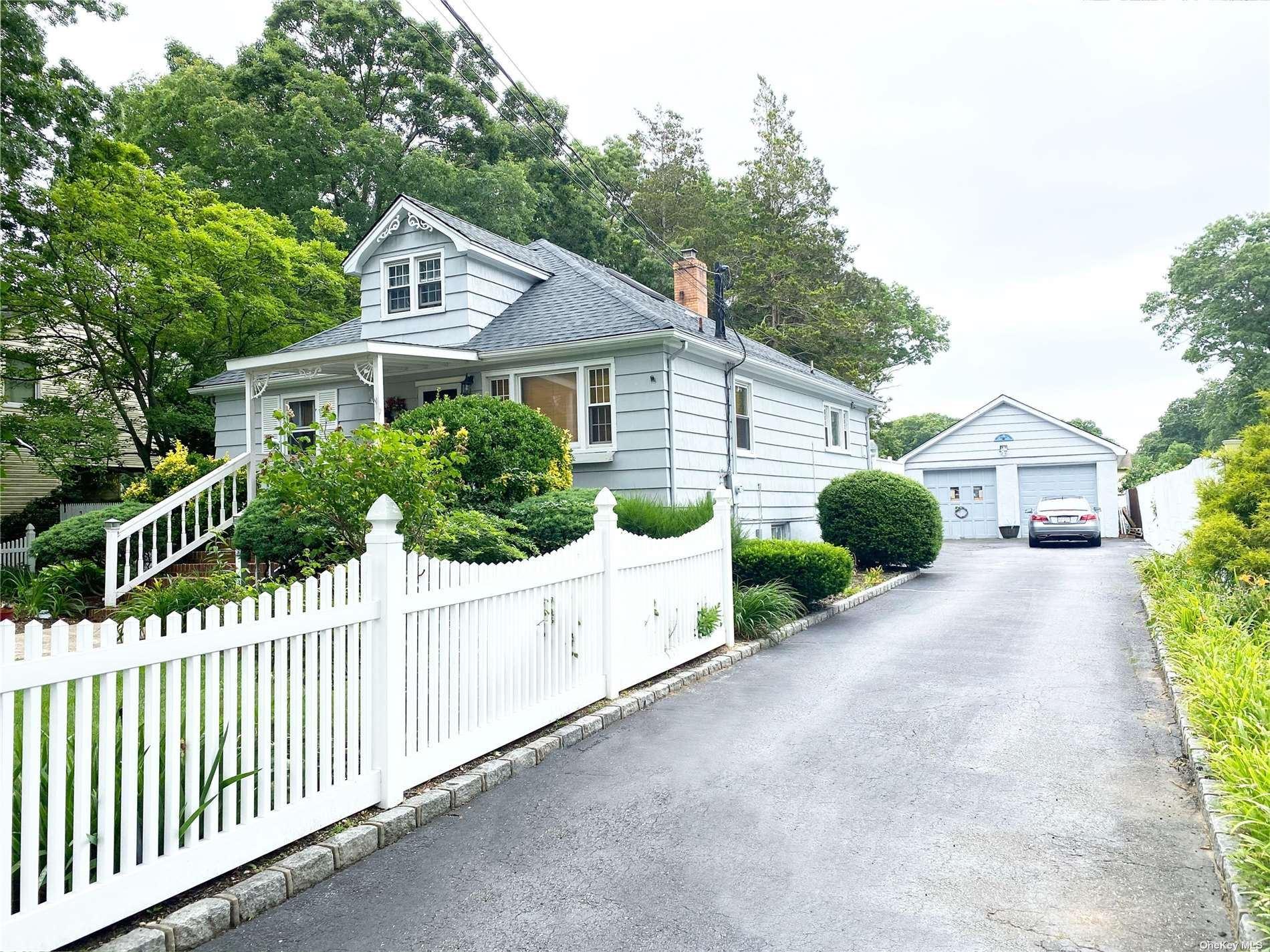 18 Longshore Street, Bay Shore, NY 11706 - MLS#: 3326366