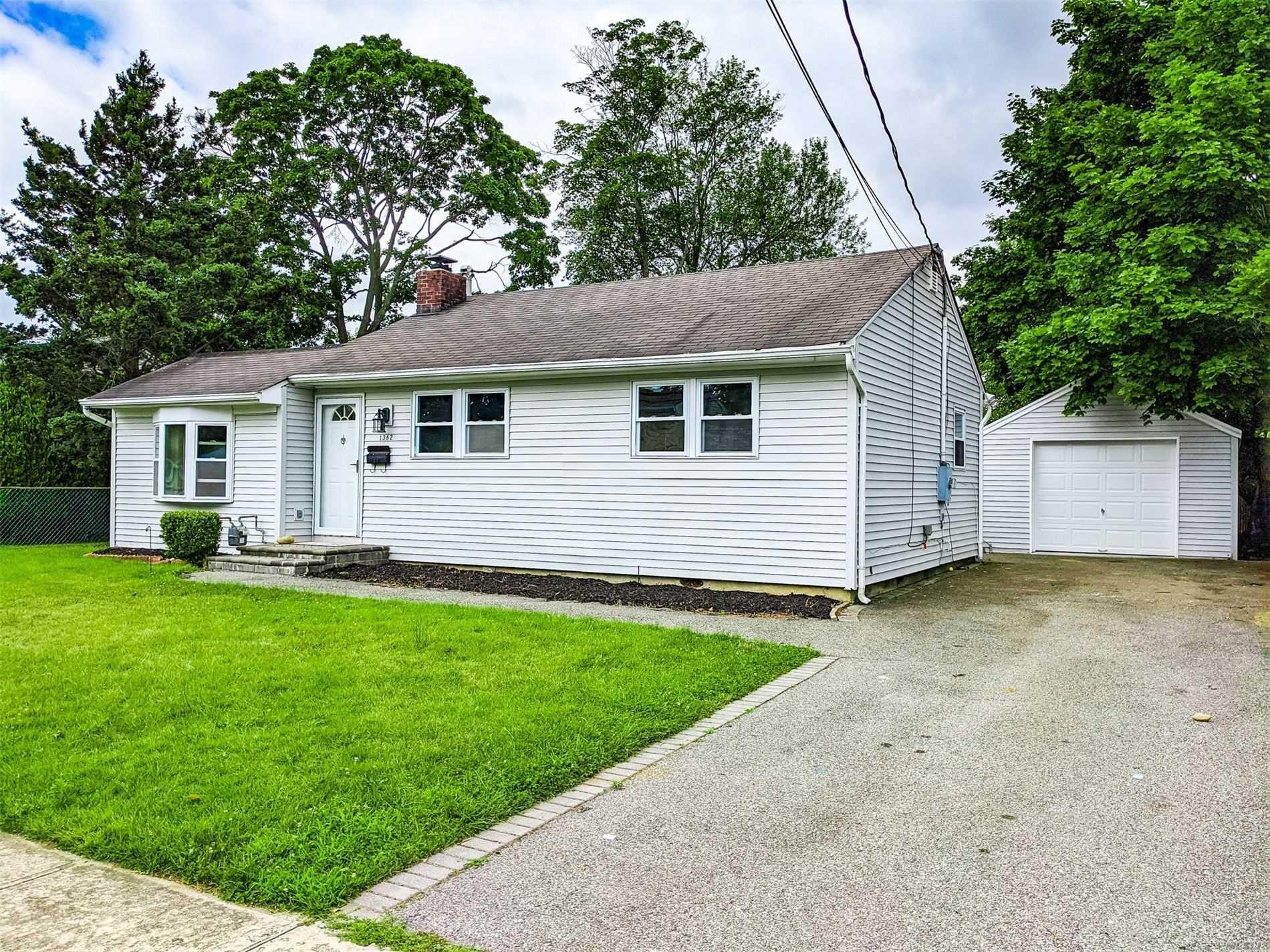 1362 Lombardy Boulevard, Bay Shore, NY 11706 - MLS#: 3233370