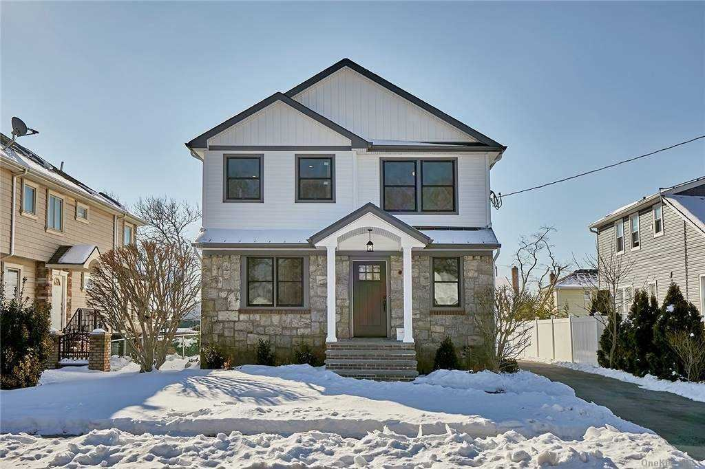 Photo of 15 Davenport Place, Bellmore, NY 11710 (MLS # 3289372)
