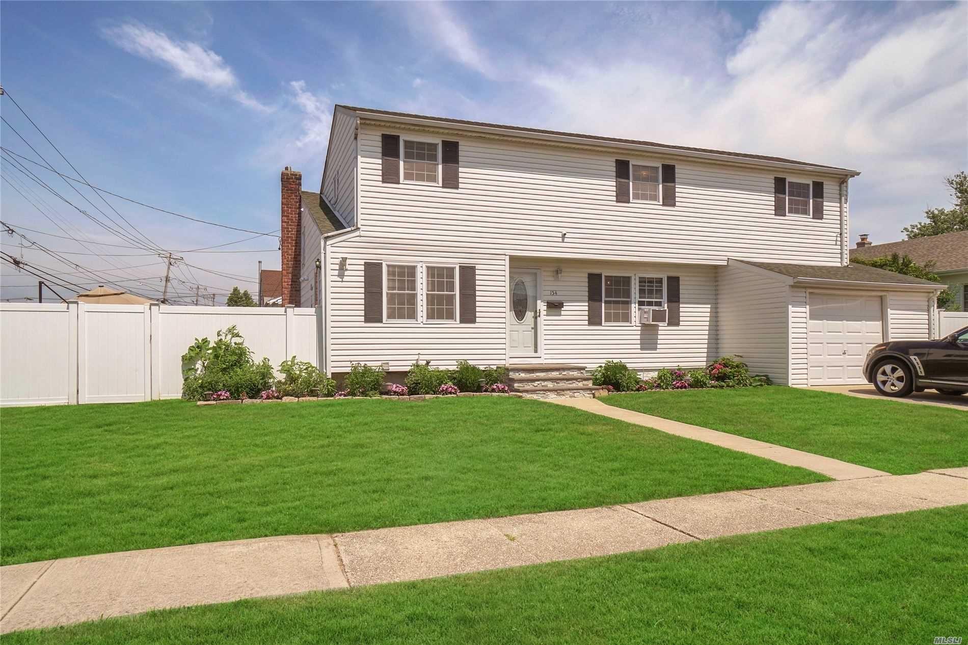 154 W Belle Terre Ave, Lindenhurst, NY 11757 - MLS#: 3239373
