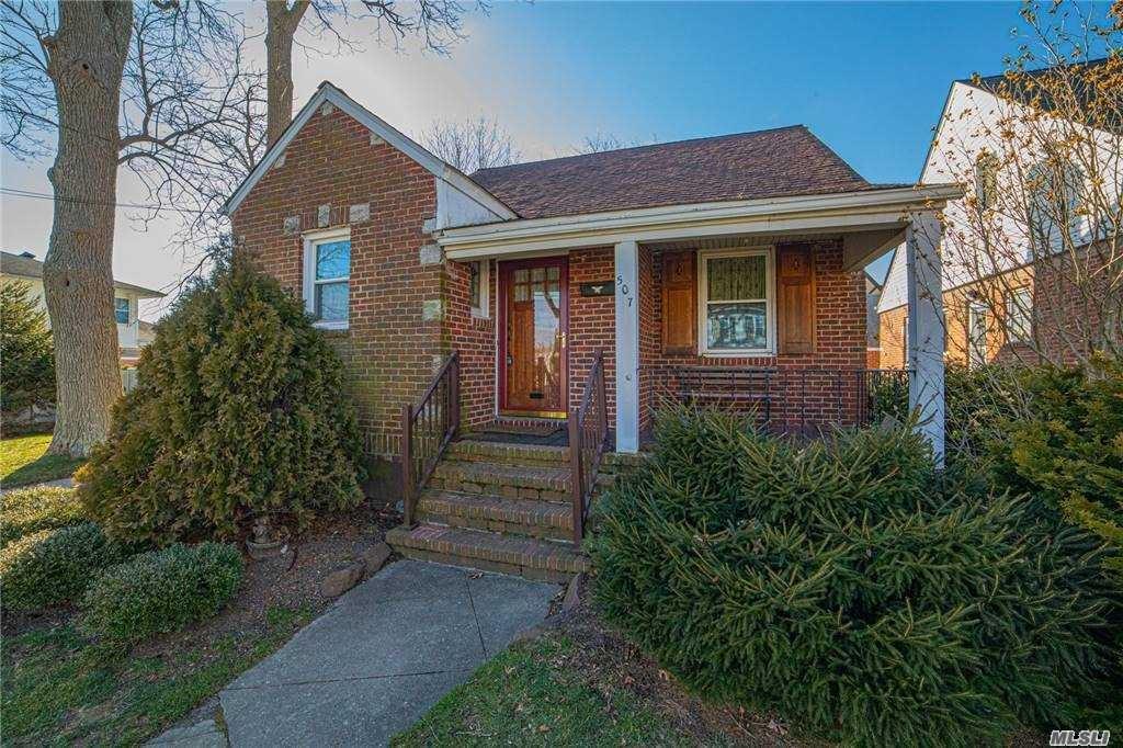 507 S Walnut Street, Lindenhurst, NY 11757 - MLS#: 3284374
