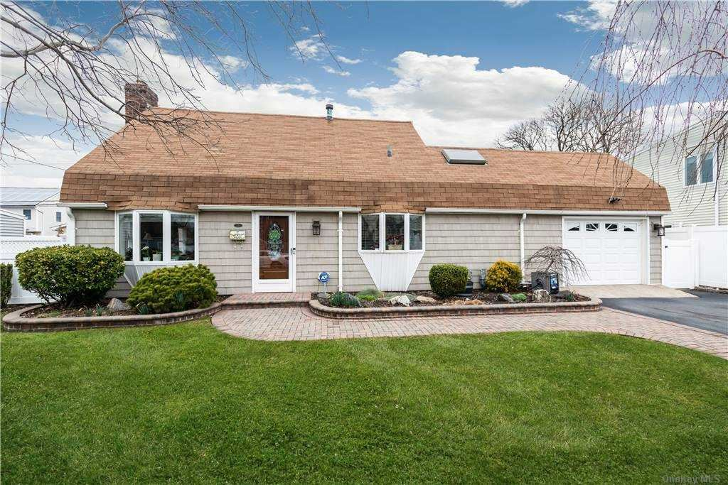 35 12th Street Carle Place Ny 11514 Mls 3289375 Listing Information Vylla Home