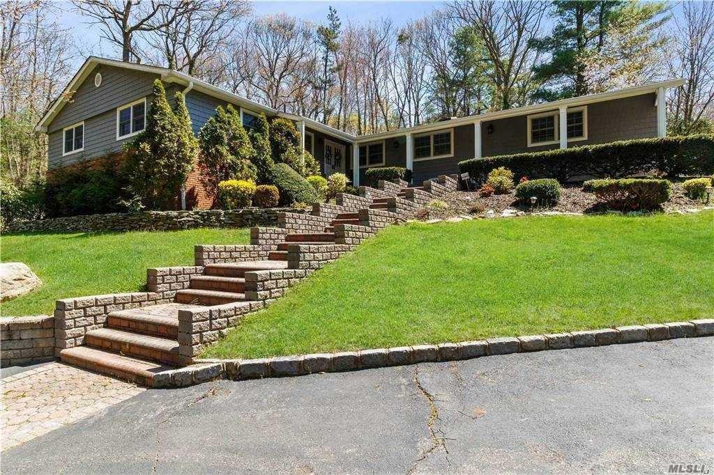 Photo of 309 Lawn Lane, Upper Brookville, NY 11771 (MLS # 3262379)