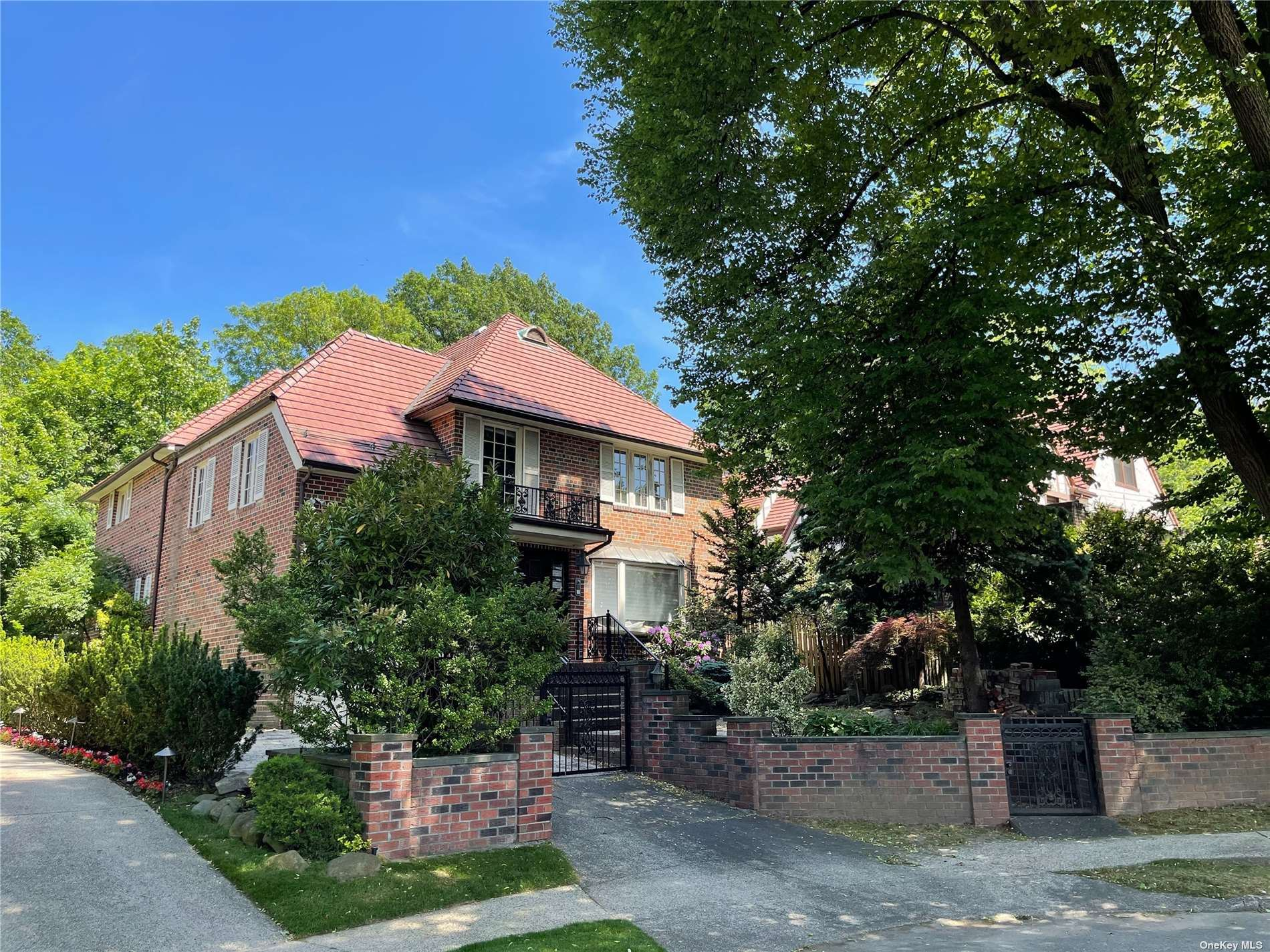 152 Whitson Street, Forest Hills, NY 11375 - MLS#: 3310384