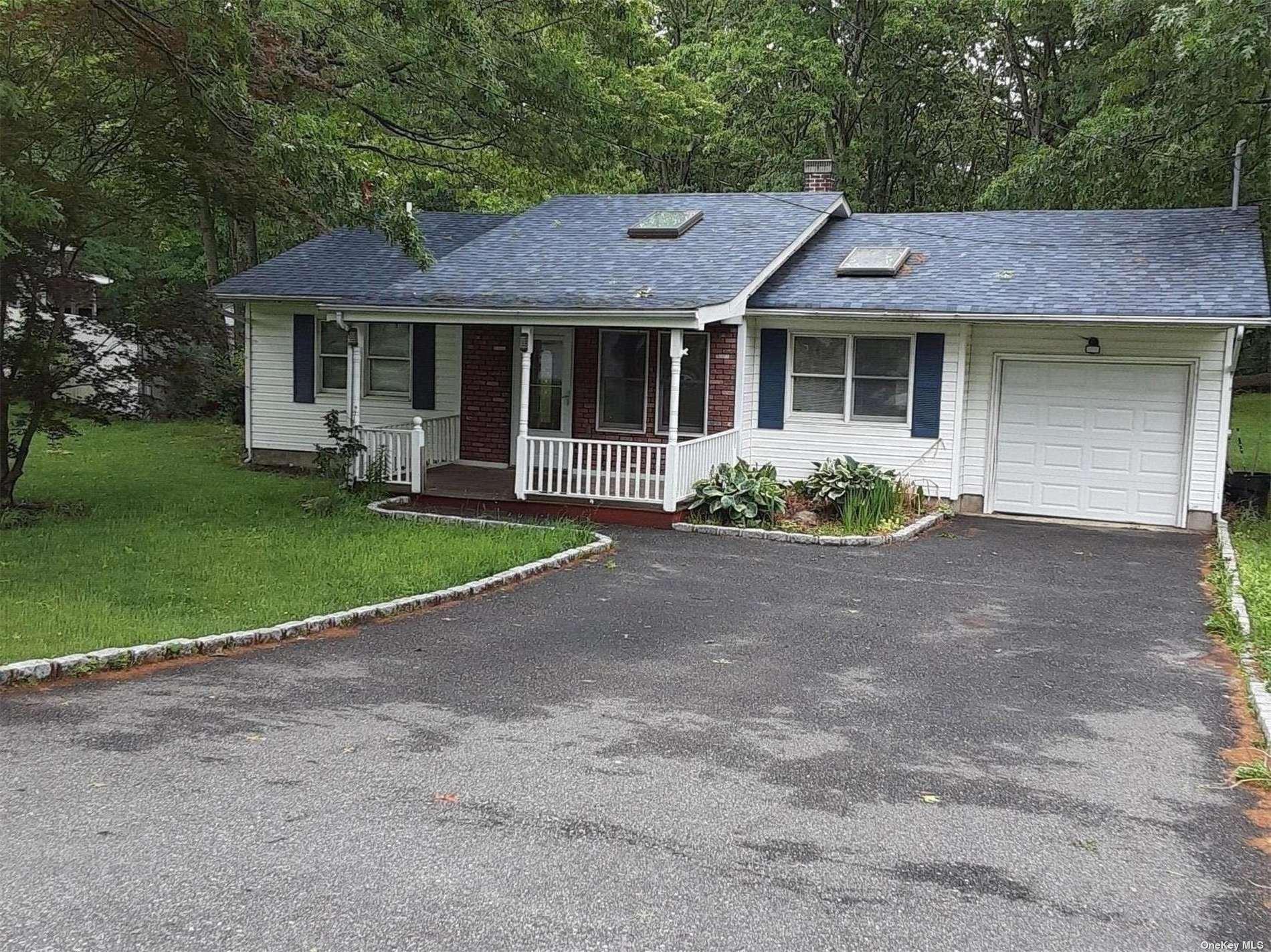 516 Sleepy Hollow Drive, Shirley, NY 11967 - MLS#: 3328384