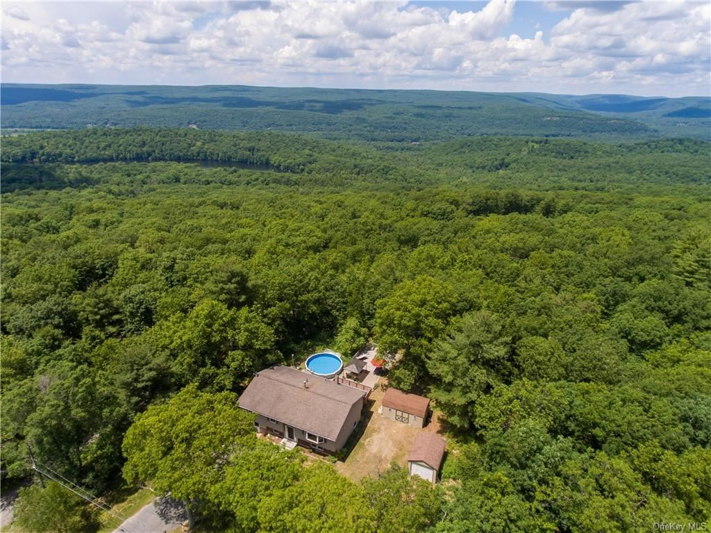Photo of 29 Valley View Road, Otisville, NY 10963 (MLS # H6047384)
