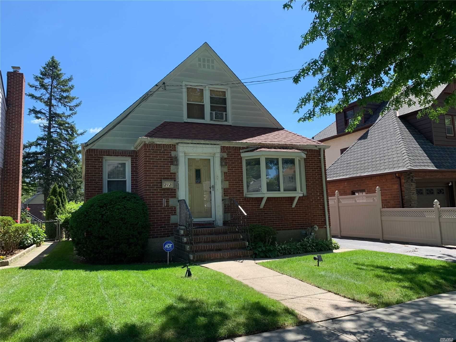 212 Ingraham Lane, New Hyde Park, NY 11040 - MLS#: 3225385