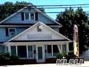 Photo of 98 E Montauk Hwy, Hampton Bays, NY 11946 (MLS # 3233391)