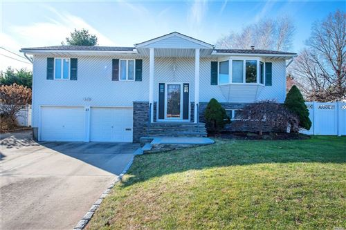Photo of 43 Westwood Ln, Kings Park, NY 11754 (MLS # 3185392)