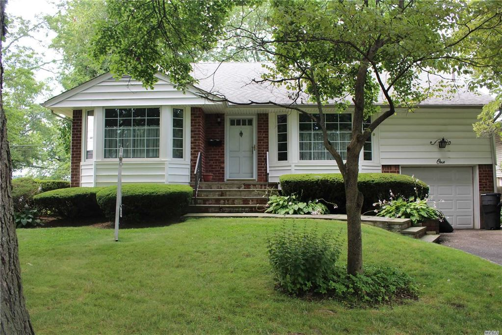 1 Pleasant Avenue, Plainview, NY 11803 - MLS#: 3148392
