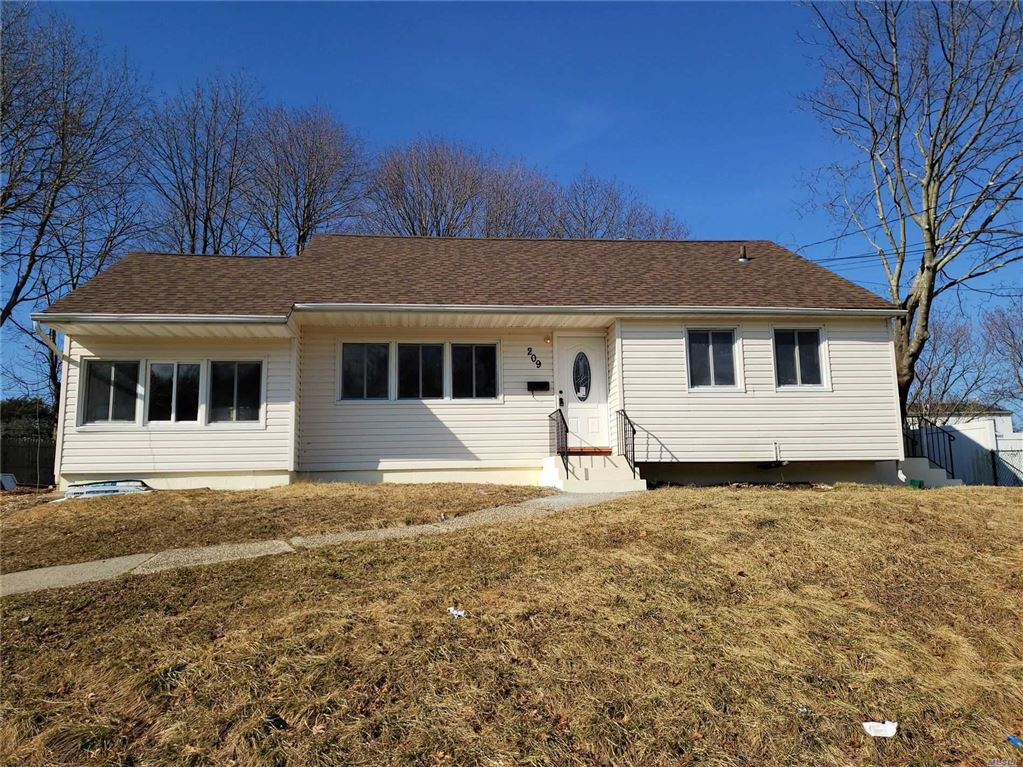 209 E Patchogue Yaphan Road, E. Patchogue, NY 11772 - MLS#: 3152392