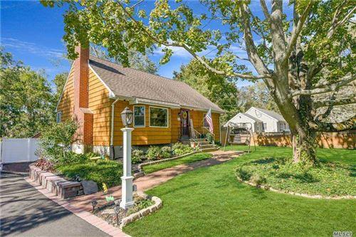 Photo of 22 Hawkton Place, Lake Grove, NY 11755 (MLS # 3262401)