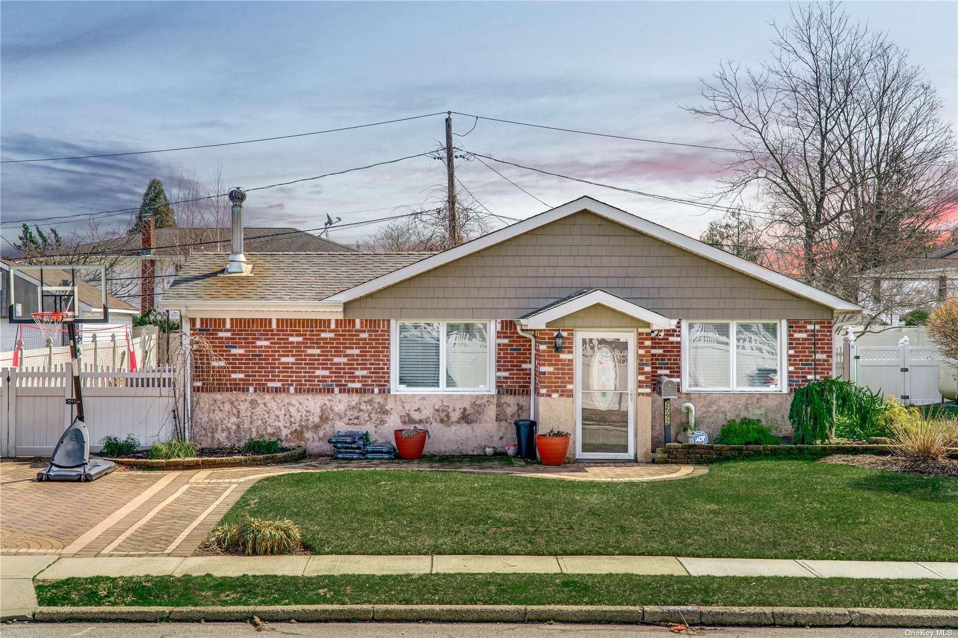 2592 Meadow Street, East Meadow, NY 11554 - MLS#: 3299404