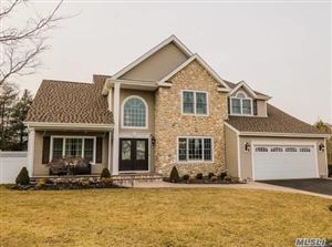 Photo of 6 Greenbriar Ct, Holtsville, NY 11742 (MLS # 3104412)