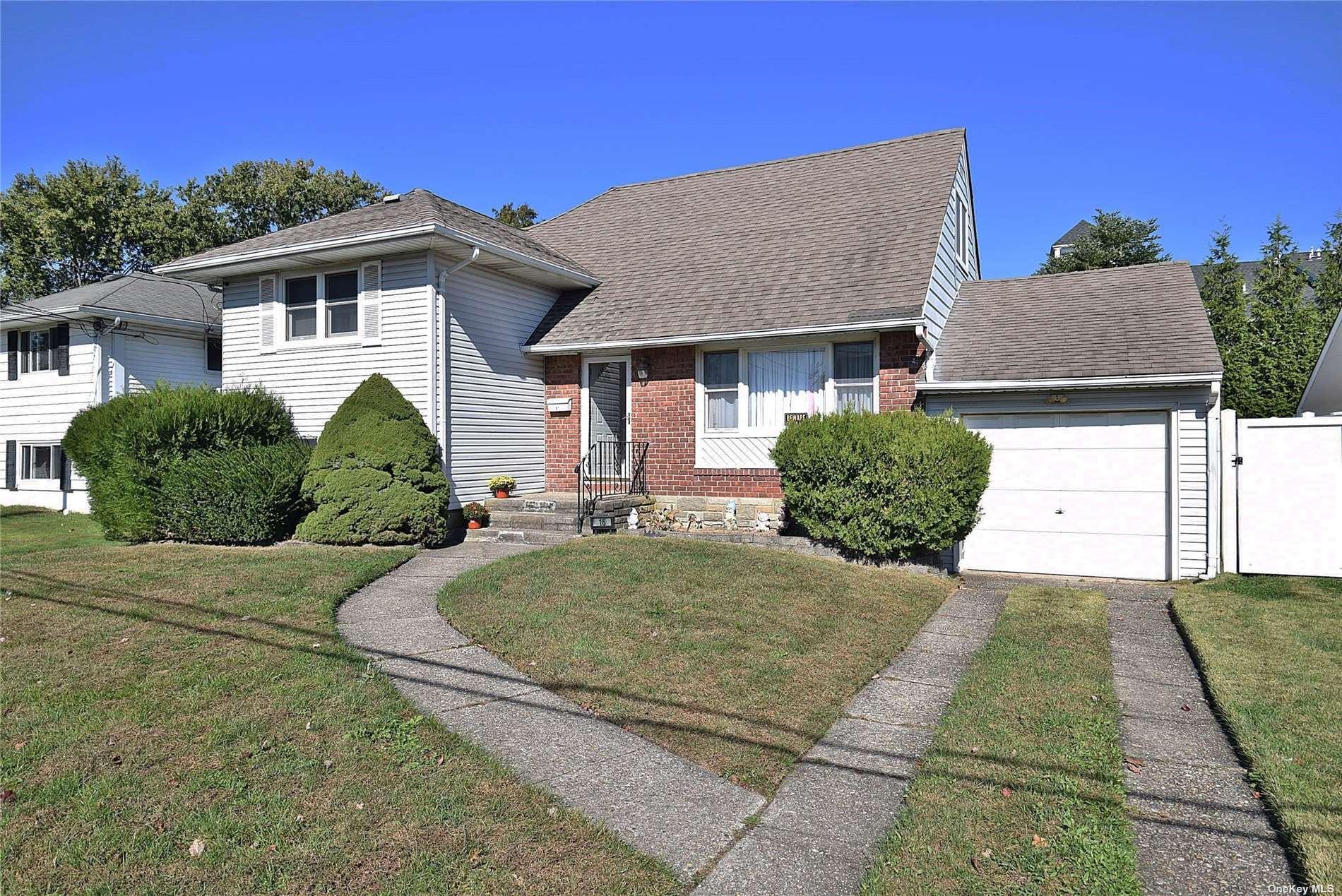 16 Manor Lane, Copiague, NY 11726 - MLS#: 3353417