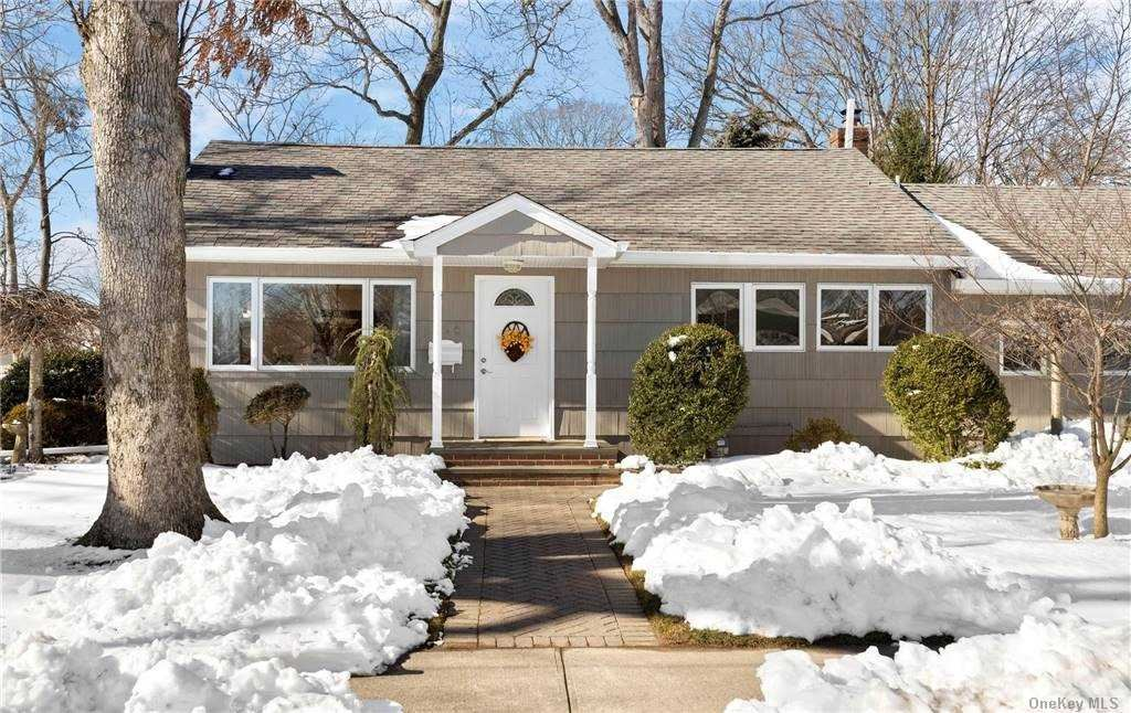Photo of 358 Forest Avenue, Massapequa, NY 11758 (MLS # 3287426)